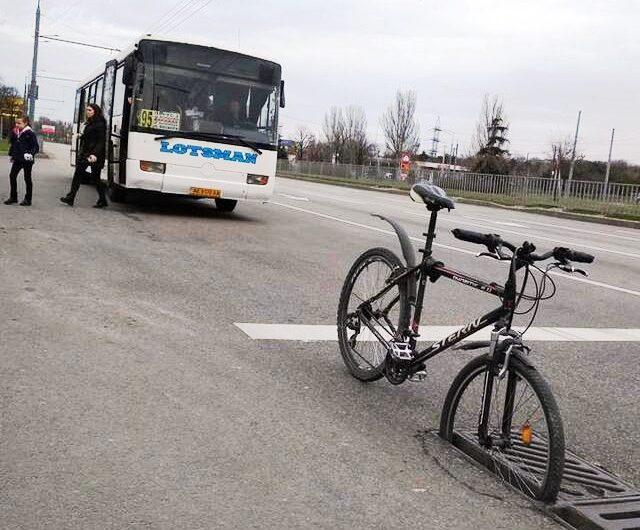 В Днепре условий для передвижения на велосипеде по дорогам города по сути нет!