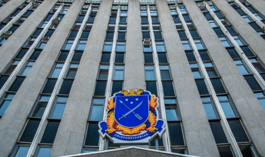 Коррупция в 40%: мэрию и КП Днепра подозревают в краже средств на остановках транспорта и на канализации