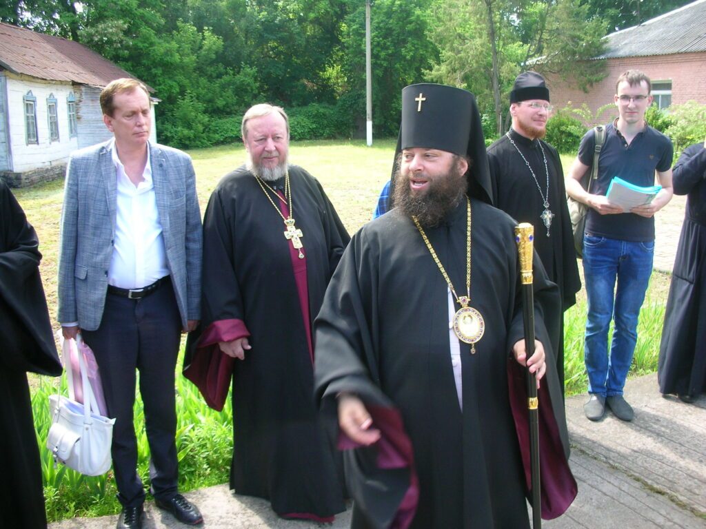 Архиепископ Роман с участниками конференции