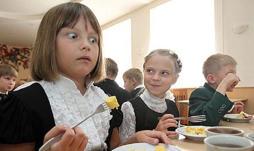 В школьных столовых Днепра грядёт прощание с сосисками и колбасой