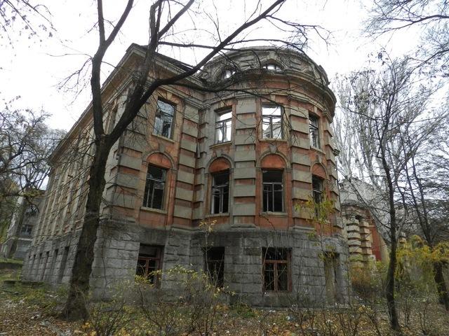 Архитектор Красносельский, его дворец и памятник на его могиле…