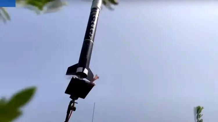 Яйца и ракеты: в Днепре прошли необычные соревнования  (видео)